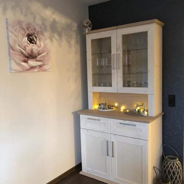 Esszimmer – und Garderobenmöbel